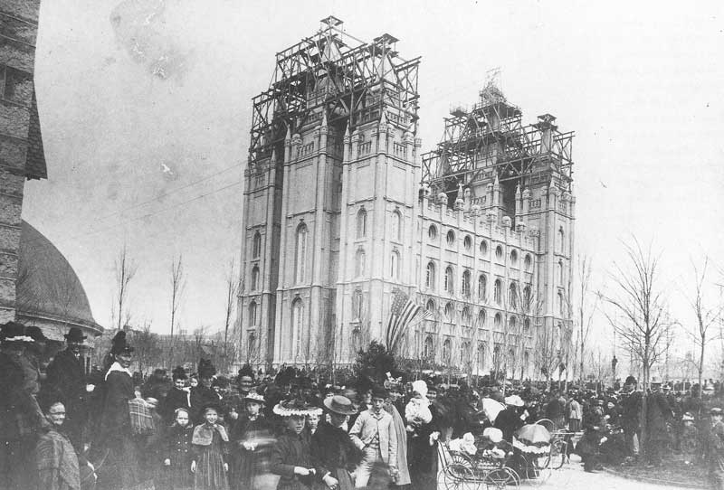 [p.163] 176. Carter shot the capstone ceremony at the temple at ground level. His best picture shows some 30,000 to 50,000 people on Temple Square that day.