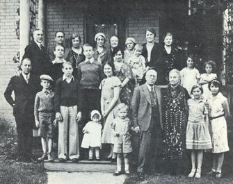 Susa and Jacob Gates with descendents, courtesy Utah State Historical Society.