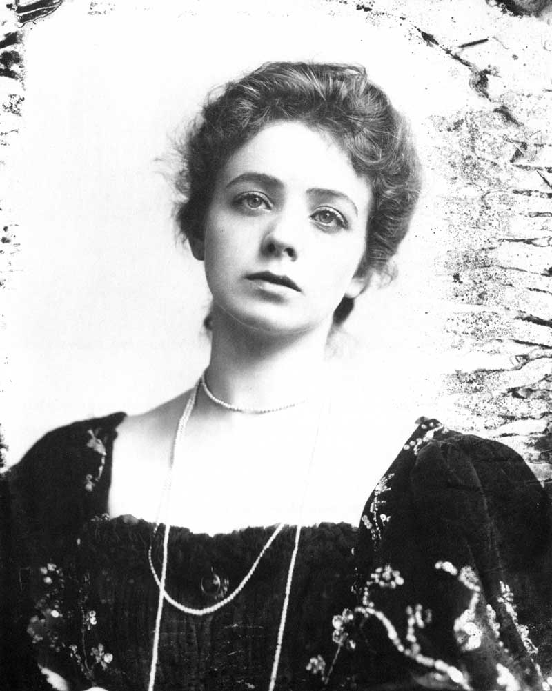 [p.290] 296. Maude Adams, who was born in Salt Lake City in 1872 and went on to star on Broadway in New York City, was probably the most famous actress photographed by Johnson.
