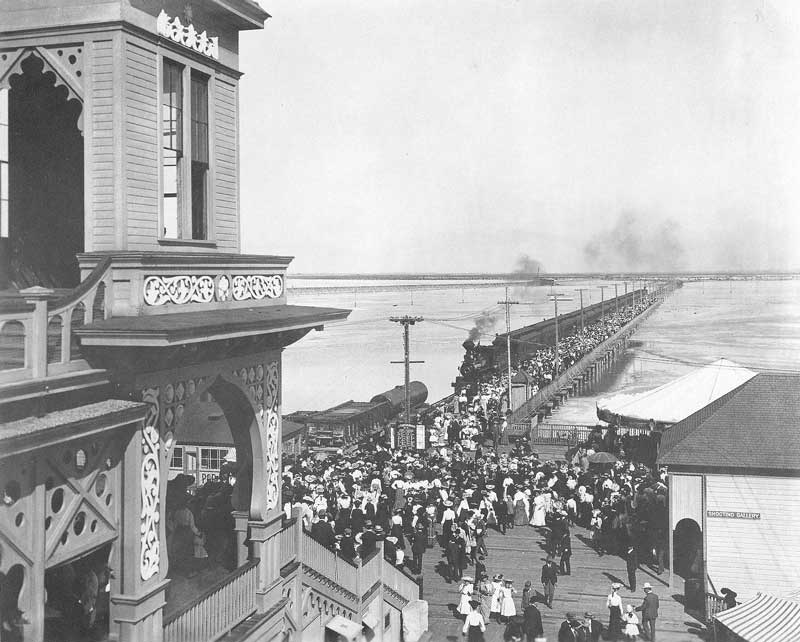 [p.328] 322. Holiday crowds spill from the train and make their way toward Saltair Resort in 1905. The trip from Salt Lake City took thirty minutes in open-air railroad cars traveling at twenty-five miles per hour.