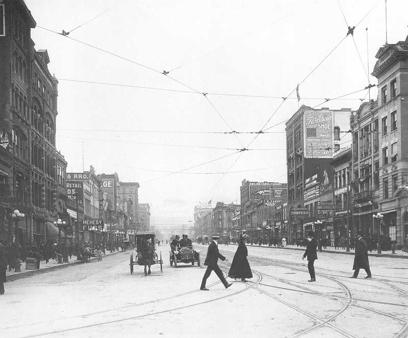 [p.331] 324. Main Street in 1909. On the right, at street level under the Florsheim Shoe sign, is Shipler's gallery and photo supply store.