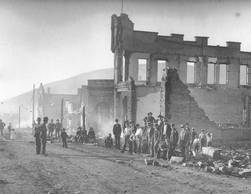 [p.334] 327. Park City still smolders in 1898 after a wind-fanned fire swept through the town. Harry Shipler covered the fire for the Salt Lake Tribune but his pictures have since been lost. This view is taken by George Beard, a photographer and artist from Coalville.