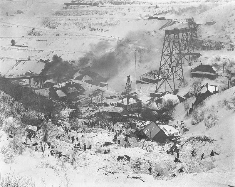 [p.344] 337. Rescue workers search for bodies following an avalanche at Highland Boy, Bingham Canyon, Utah, on 18 February 1926. Nearly fifty residents perished in the massive snow slide.