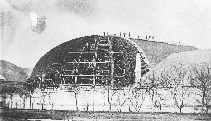 [p.39] 51. Workmen toil atop the new Mormon Tabernacle on Temple Square sometime around 1866, the year before it was completed.